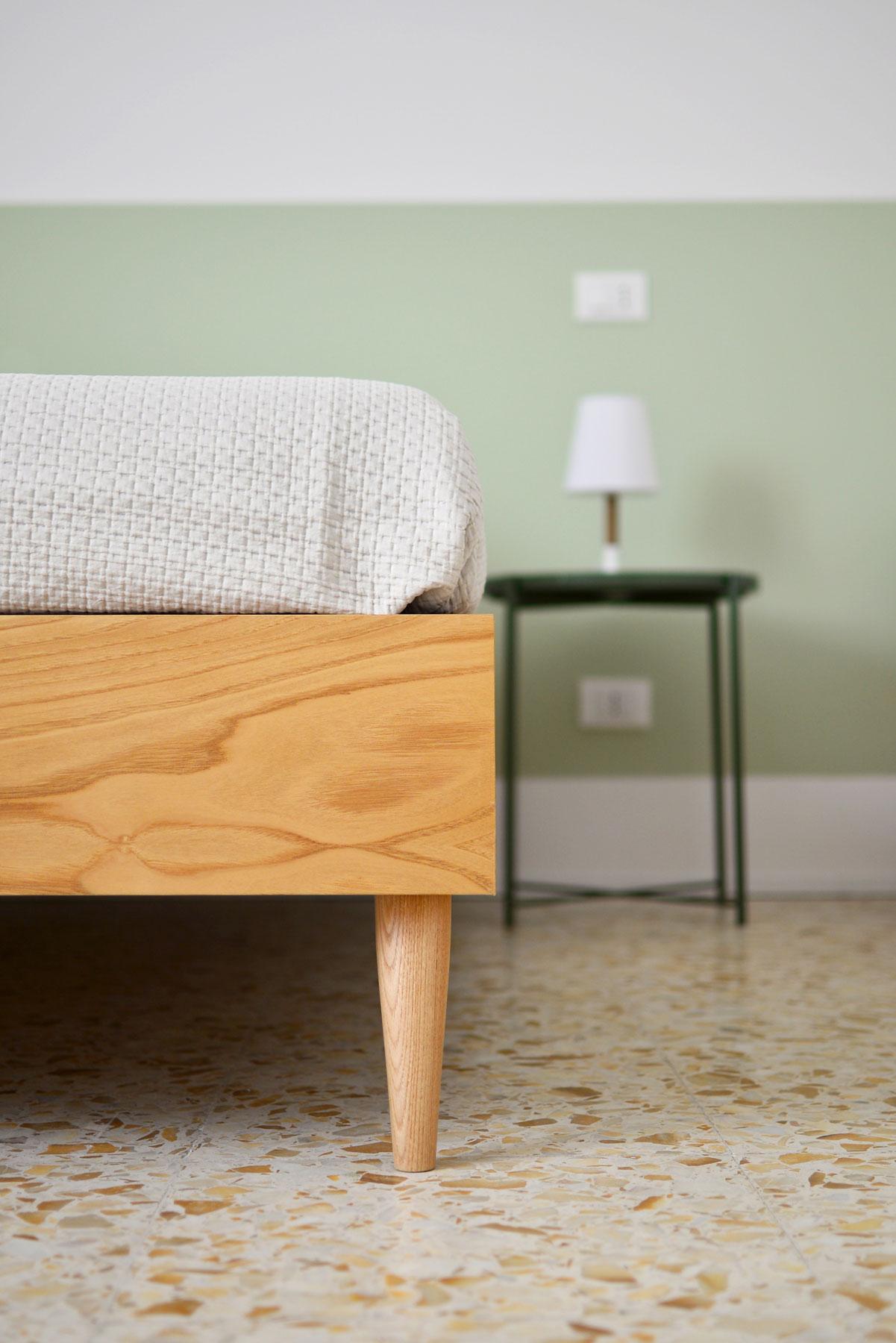 dettaglio-letto-camera-1-casa27-b&b-terracina