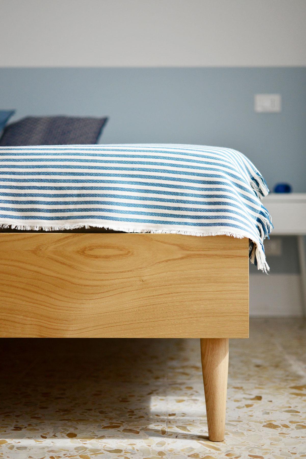 dettaglio-letto-camera-2-casa27-b&b-terracina