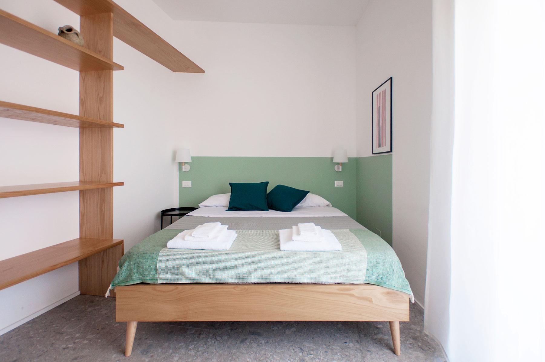 dettaglio-letto-monolocale-casa27-b&b-terracina