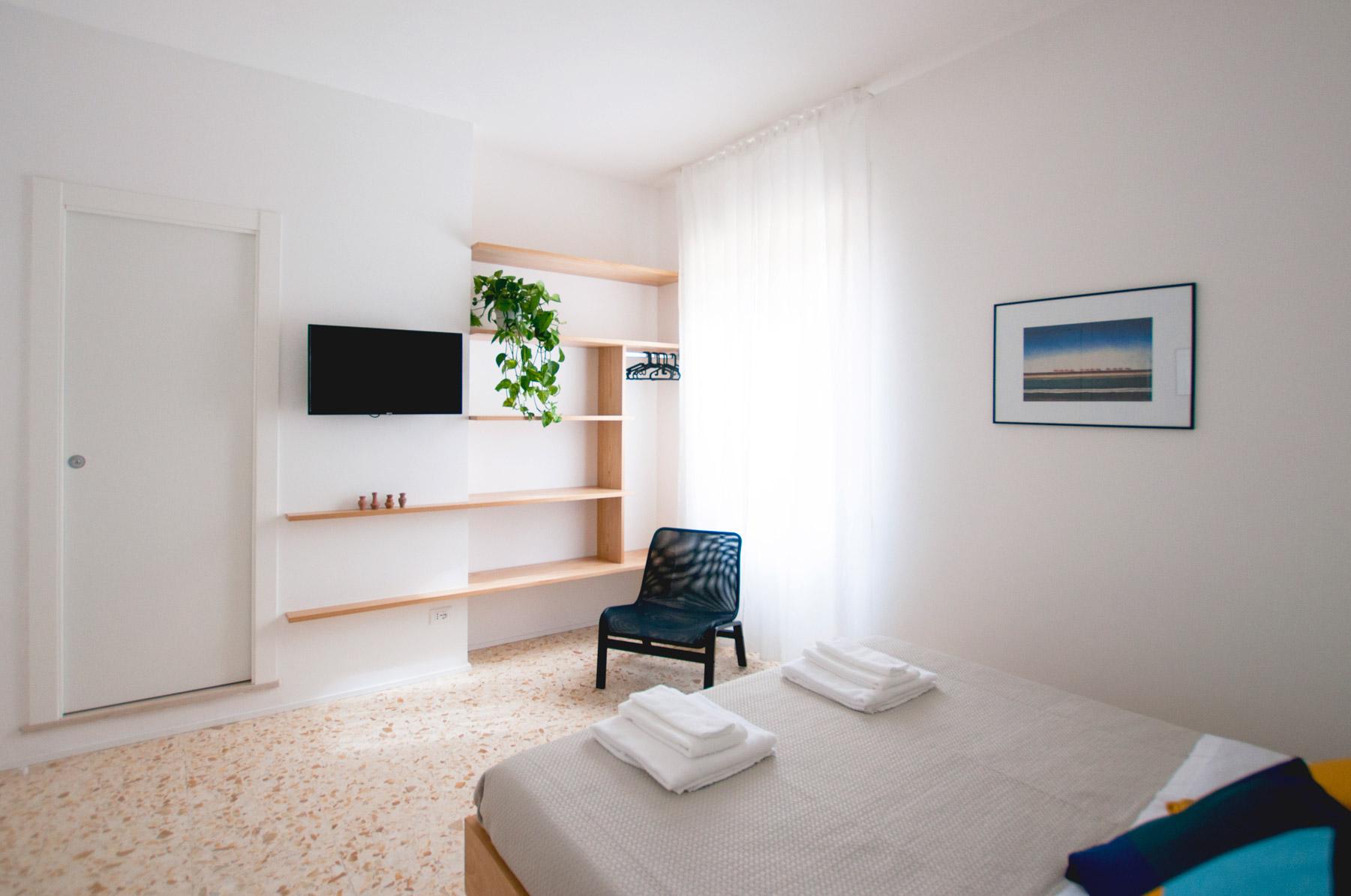 letto-camera-1-casa27-b&b-terracina